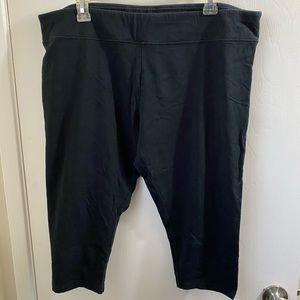 Ava & Viv black Capri leggings. 2X